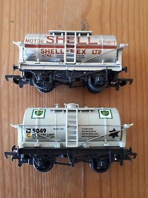 2 x Mainline tank wagons. B.P & Shell. OO scale. Boxed