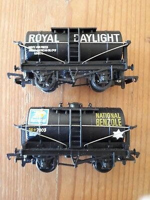 2 x Mainline tank wagons. National benzole & Daylight Parrafin. OO scale. Boxed