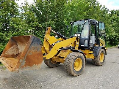 2014 CATERPILLAR Cat 908H Compact Wheel Loader w/Bucket & Forks 1875 Hours