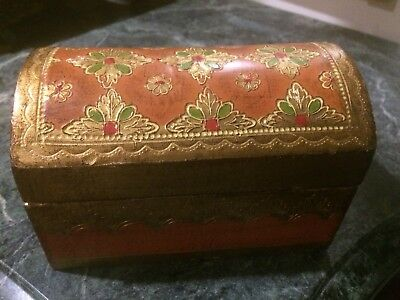 Vintage Italian Florentine Tole Gilt Wood Domed Box Portrait Top