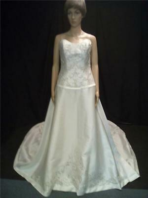 New with Tags Mou Lee Ivory & Silver Wedding Dress/Train UK 16. (0465-MO-W24)