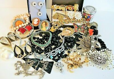 Job Lot Of Broken Vintage Costume Jewellery - Repair / Harvest