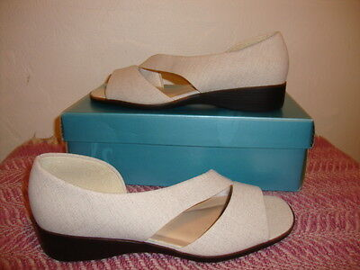 Beige Linen type Shoes, size 8 1/2, Bought and never wore