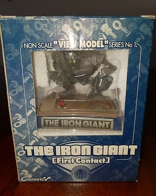 iron giant first contact statue figure toysworks