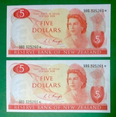 New Zealand Replacement $5 Knight Banknotes - 991 325260* and 261* grade EF.