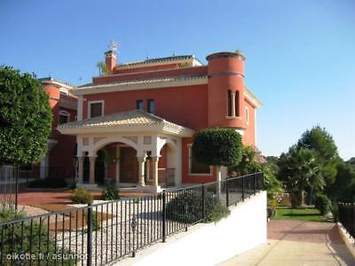 Luxurious Apartment Overlooking Las Ramblas Golf Course. Fully Air Conditioned