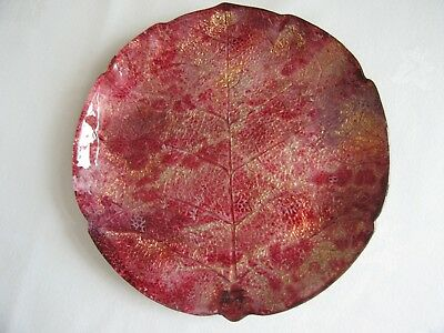 Laque Line glass plate, red & gold pattern