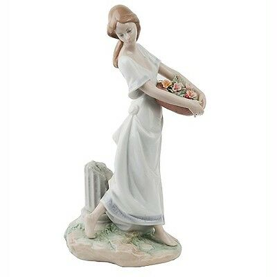 """Lladro """"Garden of Athens"""" #7704 Young Woman with Floral Basket Great Condition"""