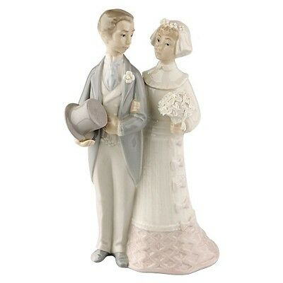 """Lladro """"Bride & Groom"""" #4808 Couple Getting Married Good Condition Retired Piece"""