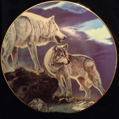 "Hamilton Collection Year Of The Wolf ""Tundra Light"" Wolf Plate"