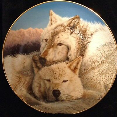 "Danbury Mint Eternal Unity Collection ""Contentment"" Wolf Plate"