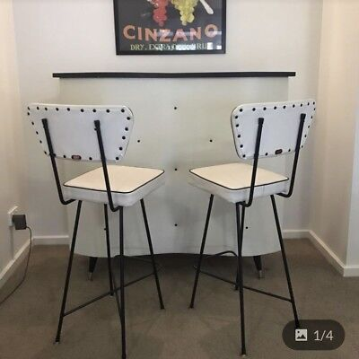Retro Vinyl Bar With Matching Chairs - E Doncaster