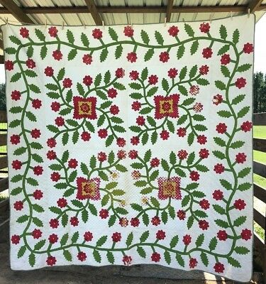 Very Pretty Red And Green 1860's Applique Quilt