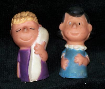 Peanuts Gang finger puppets Two vintage figures Lucy and Linus Van Pelt