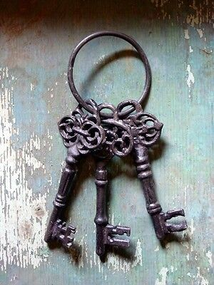 Cast Iron Metal Vintage Victorian Replica Skeleton Key Toy Home Garden Decor