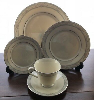 Lenox CHARLESTON China Eight 5 Piece Place Settings 40 Pieces Total Excellent!