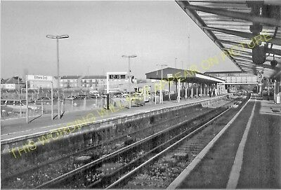 Elmer's End Railway Station Photo. Clock House to Woodside and Eden Park. (11)