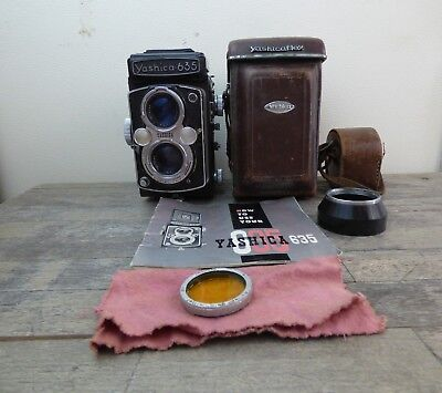 Yashica 635 Twin Lens Reflex TLR Camera With Leather Case & Instructions.