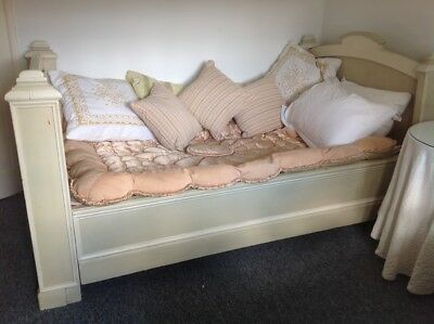 Lovely Vintage French Day Bed (4' wide)