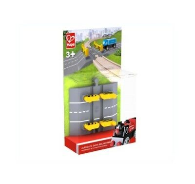 Hape: Automatic Gates Rail Crossing