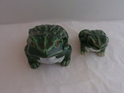 Pair Of Dark Green Sitting Frog Figurines.  Very Nice Frog-Themed Collectibles