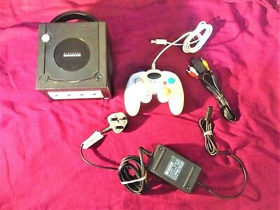 NINTENDO GameCube Games Console in Black with white controller + leads - tested