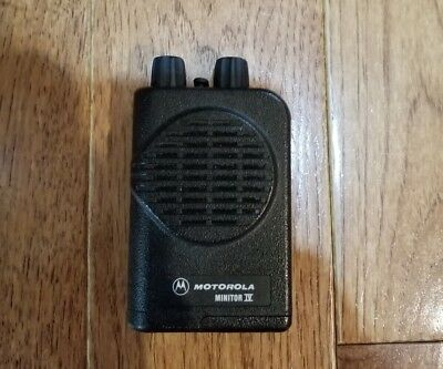 Motorola Minitor IV UHF 2 Channel Non-Stored Voice Pager 422-430MHz