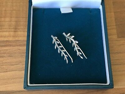 Beautiful Pair of Marked Sterling Silver Contemporary Leaves Earrings 1.82g
