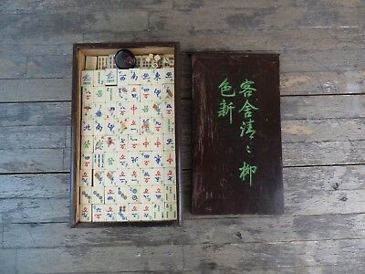 Early 20th Century Cased Chinese Mah Jong Set With Bakelite & Bamboo Pieces.