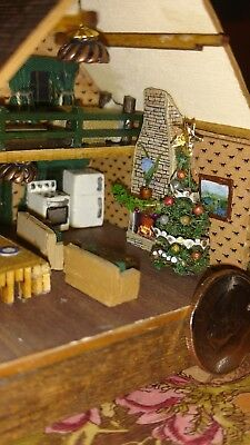 1/144 scale Electrified, fully furnished log cabin 1:144