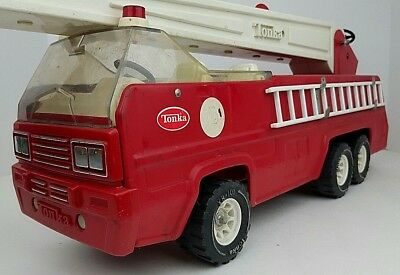 Vintage Tonka Metal Fire Engine Truck Toy Tall Ladder Extension 13200 XR-101