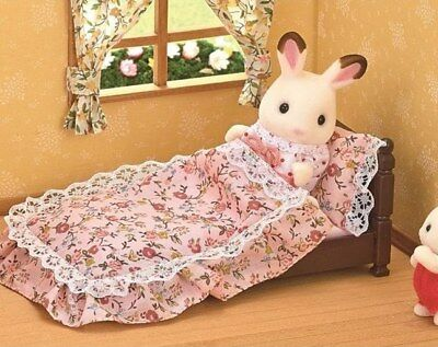 Sylvanian Families - Classic Antique Bed with Bedding - 5223 - Brand New In Box!