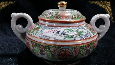 1880 China export porcelain teaport with beautiful hand painting
