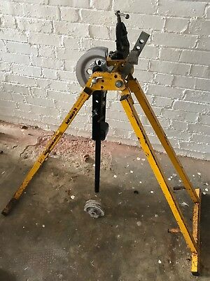 Hilmor el25 Conduit Bender, with formers and a set of stock, dies and guides