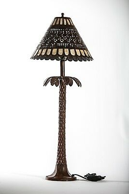 Lámpara sobremesa con palmera. Table lamp with palm tree