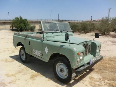 1972 Land Rover Defender  LAND ROVER 88 SERIES II