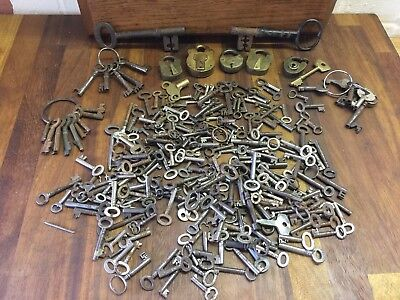 Collection of approx 250 Old / Antique/ Vintage Keys in Various Sizes + Padlocks