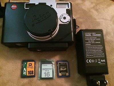 Leica digilux 1 with strap, 3 memory card and Leica digilux 1 LCD HOOD-SHADE