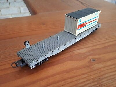 Lima flat wagon with 1 container. HO scale. Boxed.