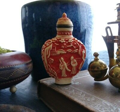 VINTAGE CHINESE CARVED SNUFF BOTTLE - Signed