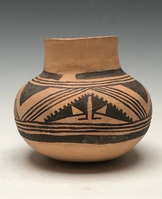Ancient Anasazi, Homolovi Black on Yellow Butterfly Jar.  NO RESERVE (1200 AD)