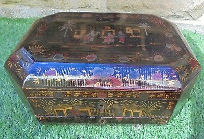 ANTIQUE CHINESE EXPORT LACQUERED CHINOISERIE SEWING BOX c1830