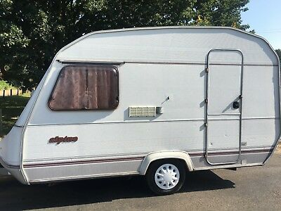 Sprite Alpine caravan. Small, light, easy tow with family car. 3 / 4 berth.