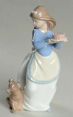Nao by lladro #1045 ~ Puppy's Birthday ~ Mint