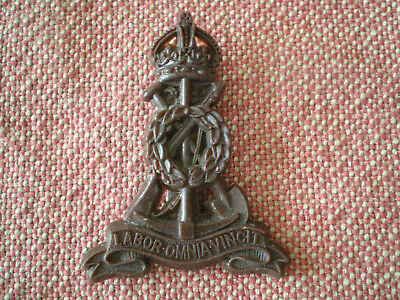 WW2 Labour Corps Plastic Bakelite Cap Badge by Stanley of Walsall