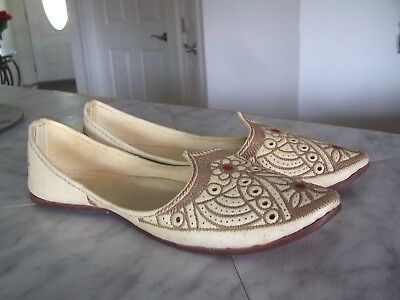 INDIAN Women Traditional Khussa Jutti Shoes Red Green Leather 10.5 inch