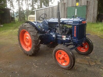 Tractor Fordson E27N