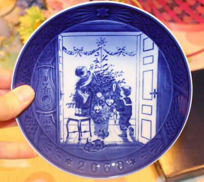 Royal Copenhagen Annual Christmas Plate 2000  WITH CERTIFICATE in box