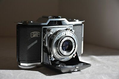 Excellent Vintage Zeiss Ikon Ikonta 522/24 With Leather Case