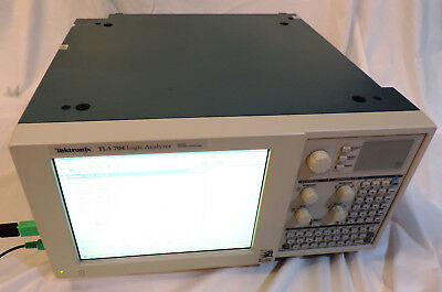 Tektronix TLA704 Logic Analyzer, Color Portable Mainframe